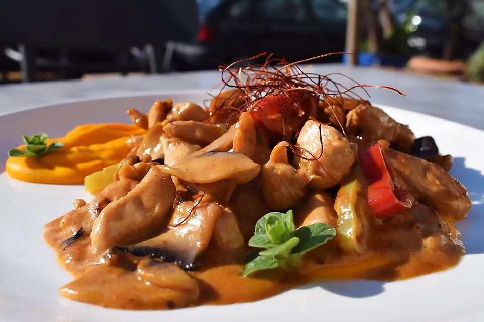 Κοτόπουλο-à-la-provençal-με-πουρέ-καρότου