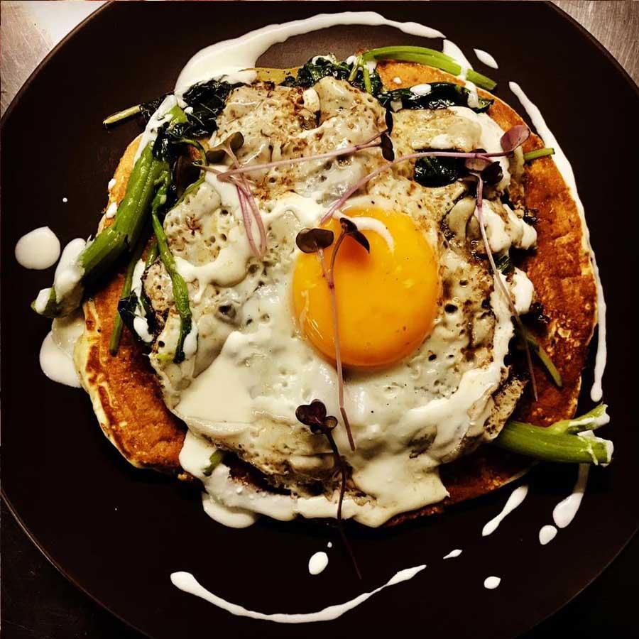 Τηγανήτες-με-φρέσκα-μυρωδικά-Σπανάκι-Φέτα-Αυγά-ελευθέρας-βοσκής