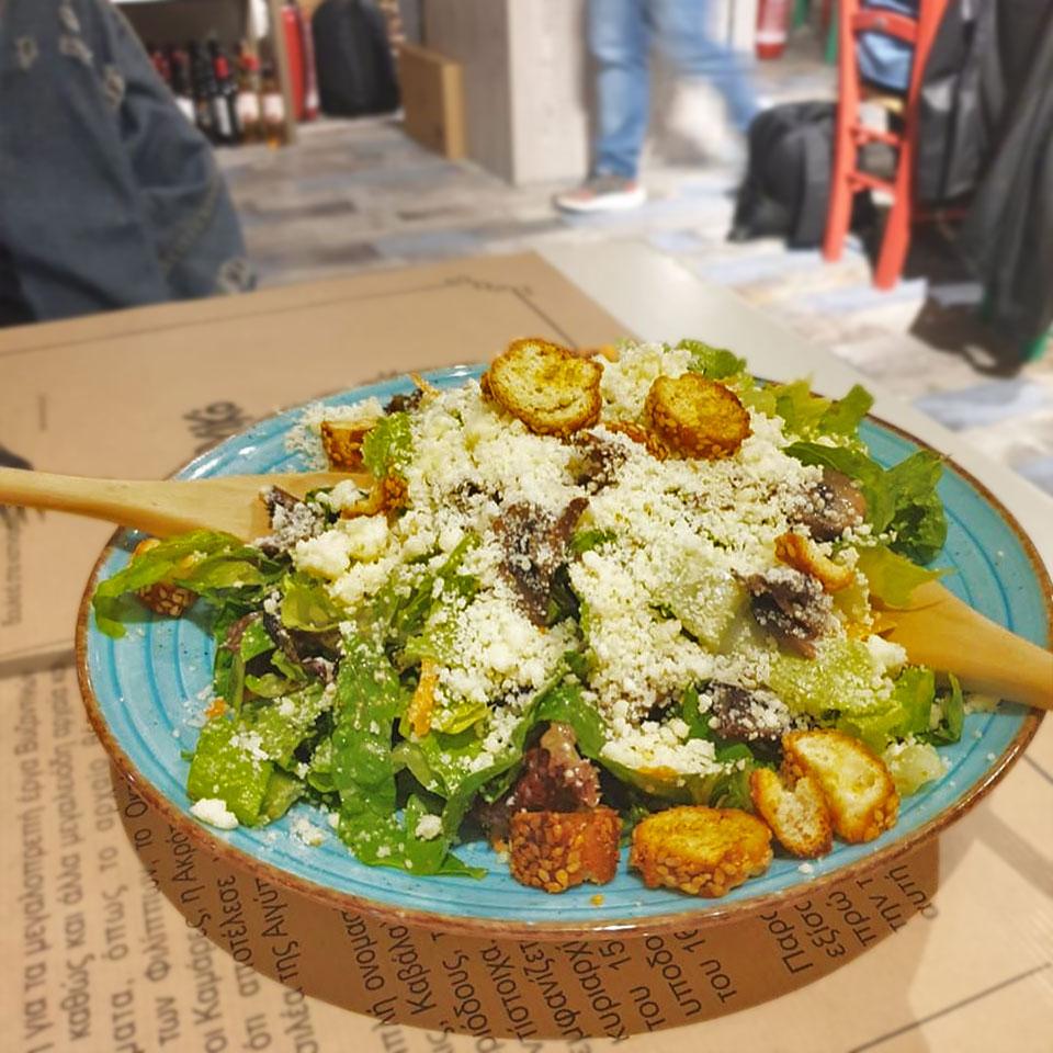 sto-koutouki-tou-sarri-tavernes-kavala-citypedia-fagito-salata