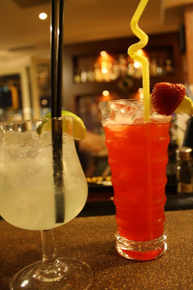 meta-tis-deka-bar-restaurant-kavala-citypedia-cocktails-003