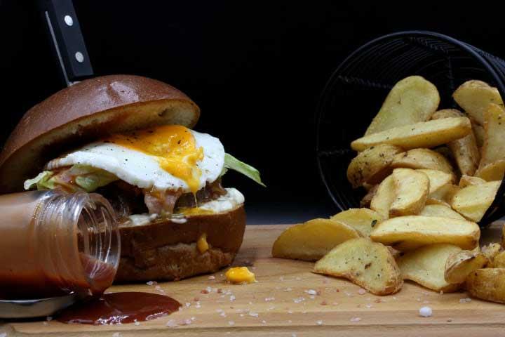 charcoal-steak-bar-kavala-menu-bull-eye-burger