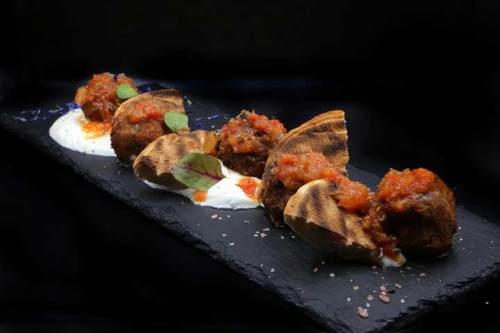 charcoal-steak-bar-kavala-menu-keftedakia-me-saltsa
